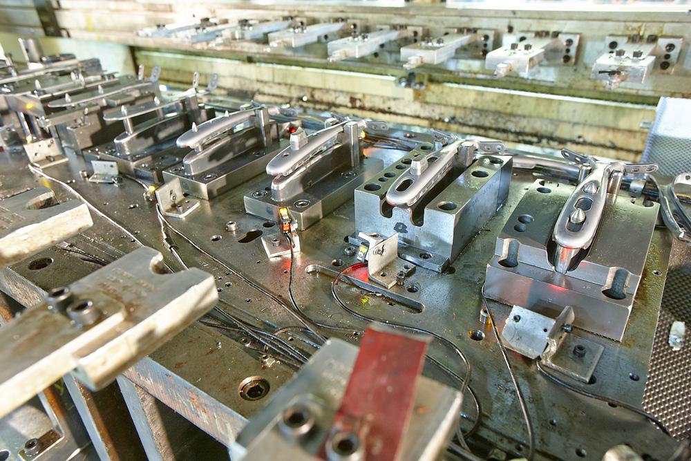注塑成型_成都铝模具制造厂_钢模具制造_拓成制造
