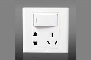 这个插座产品结构设计,是脑残吗?